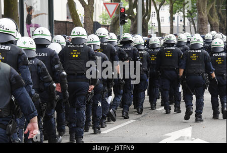 Karlsruhe, Germany. 3rd June, 2017. Policemen secure a rightist demonstration in Karlsruhe, Germany, 3 June 2017. - Stock Photo