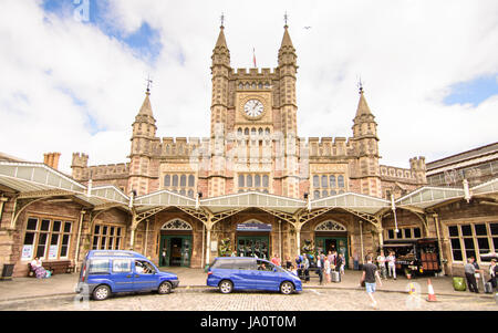 Bristol, England - July 17, 2016: Passengers wait for taxis outside the Victorian facade of Isambard Kingdom Brunel's - Stock Photo