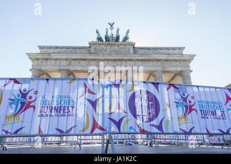 Berlin, Germany. 2nd June, 2017. Metal bars with banners are seen under the Brandenburg Gate in Berlin, during preparations to the International Turnfest in the city, on June 2, 2017. Credit: Omer Messinger/ZUMA Wire/Alamy Live News Stock Photo