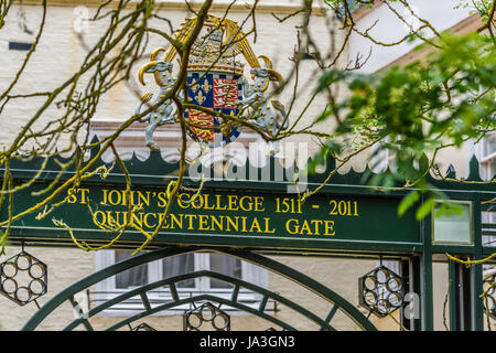 The quincentennial gate at St John's college, Cambridge, England, erected in 2011 to celebrate the 500 years since - Stock Photo