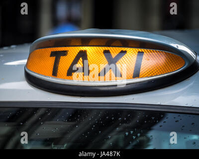 ... London Taxi Black Cab   Roof Signs On A London Taxi (Black Cab)
