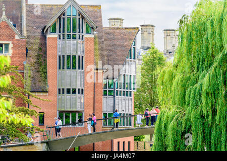 Tourists on the Garret Lane hostel bridge over the river Cam outside the Jerwood library, Trinity Hall college, - Stock Photo
