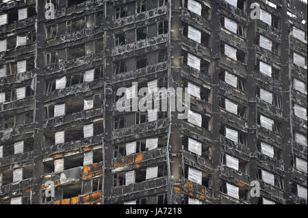 London, UK.  24 August 2017.  The burned out shell of Grenfell Tower stands near the route of the upcoming Notting - Stock Photo