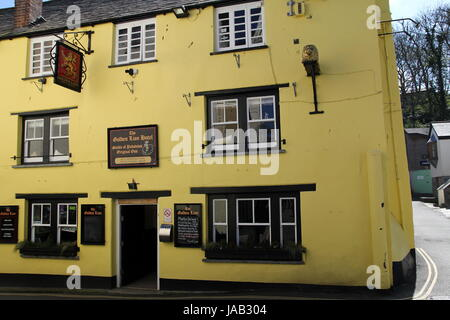 Padstow, Cornwall, UK - April 6th 2017: Exterior of the Golden Lion pub in Padstow on a sunny day - Stock Photo