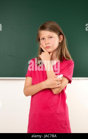 Schülerin, Einfall, Idee, Unterricht, Wandtafel, Tafel, Klassenzimmer, Mädchen, Klasse, Kind, Schule, Prüfung, Test, - Stock Photo