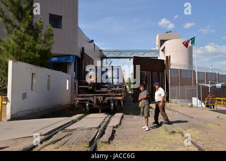 A train hauling manufactured automobiles stops in Nogales, Sonora, Mexico, before entering Nogales, Arizona, USA. - Stock Photo