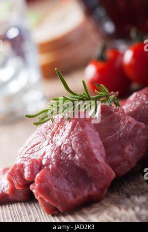 Schnitzel,Fleisch, roh, Kalb, Steak, Fleisch, Rindfleisch, Steak, Rosmarin, Kochen, Tomaten, frisch, rot, isoliert, - Stock Photo