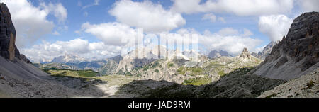 Panorama der Sextener Dolomiten vom Lavaredopass, Drei Zinnen, Südtirol, Italien ; panoramic view of the Sexten - Stock Photo
