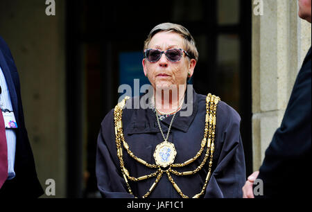 Brighton, UK. 6th June, 2017. Councillor Mo Marsh the Mayor of Brighton and Hove joins staff and members of the - Stock Photo
