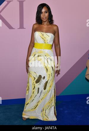 New York, USA. 5th Jun, 2017. Kerry Washington attends the 2017 CFDA Fashion Awards at Hammerstein Ballroom on June - Stock Photo