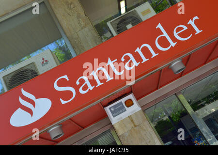 Barcelona, Spain. 30th Apr, 2013. ARCHIV - A sign of the bank Santander is pictured in Barcelona, Spain, 30 April - Stock Photo