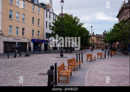 Dundee High street. Dundee, Scotland. Situated on the north bank of Firth of Tay Dundee is the fourth-largest city - Stock Photo
