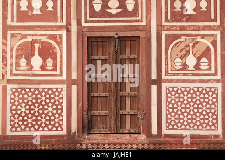 Detail of islamic architecture on a gatehouse at the Mughal tomb (I'timad-ud-Daulah). 17th Century AD. Agra, Uttar - Stock Photo