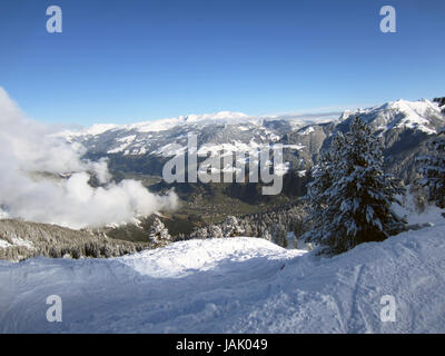 Mayrhofen Mountains. This photo dates to December 2014 and shows the mountains—Alps—behind the town of Mayrhofen - Stock Photo