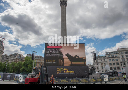 Trafalgar Square, London UK. 7th June 2017. Screen testing and seating being installed in Trafalgar Square for the - Stock Photo