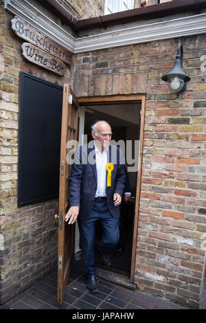 Twickenham, UK. 7th June, 2017. Vince Cable, Liberal Democrat candidate, visits a local business on the last day - Stock Photo