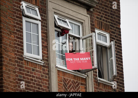 London, UK. 7th June, 2017. Labour supporters in Harrow East for a rally by Jeremy Corbyn, leader of the Labour - Stock Photo