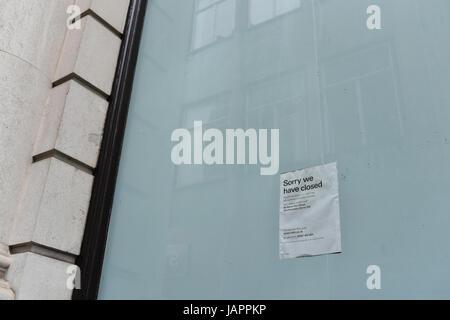 HSBC bank closure sign on window - Stock Photo