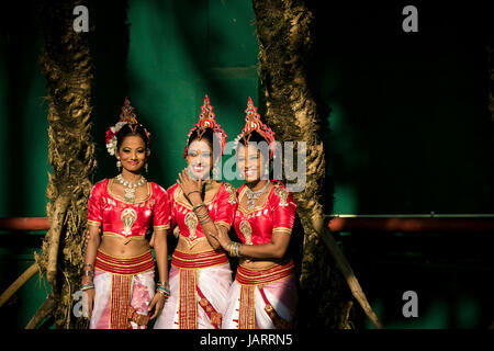 Female Traditional dancers in Colombo, Sri Lanka - Stock Photo