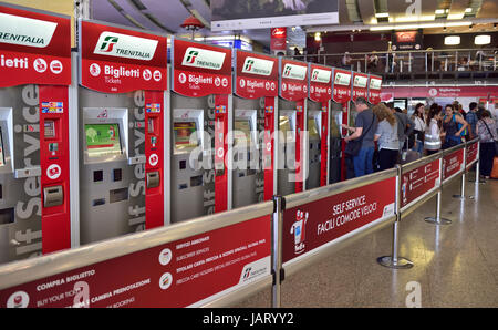 Self service ticket machines at roma termini stazione for Affitto ufficio roma stazione termini