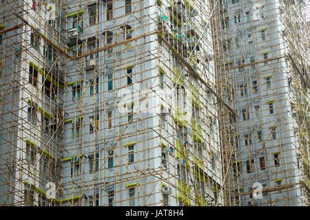 Bamboo scaffolding on high-rise apartment building, Kowloon, Hong Kong, China - Stock Photo
