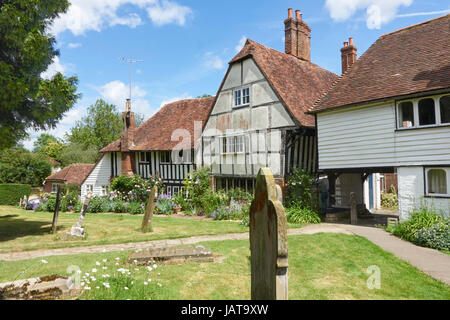 Quaint Tudor cottages bordering the churchyard in the picturesque Kentish Wealden village of Smarden, Kent, England, - Stock Photo