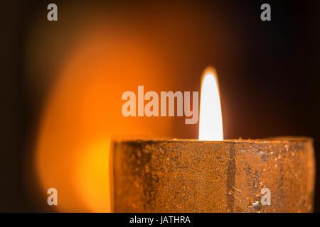 Brennende Kerze - Stock Photo