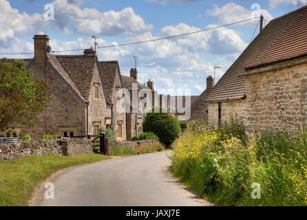 Pretty stone cottages in the village of Hazelton, Gloucestershire, England. - Stock Photo