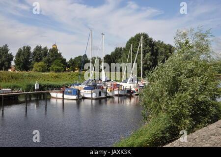 boote,friedrichstadt,  boot, see, fluss, wassersport, schlesig-holstein, ufer, hafen, bootshafen, nordfriesland - Stock Photo