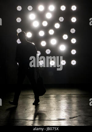 Kassel, Germany. 8th June, 2017. A man walks past hte installation 'Lighting Wall' by artist Maria Hassabi at the - Stock Photo