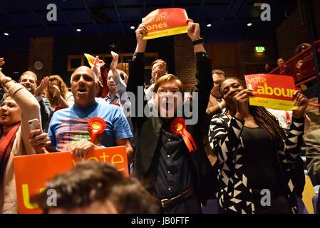 London, UK. 9th Jun, 2017. Labour's Sarah Jones wins Croydon Central from the Conservative Housing Minister, Gavin Barwell. Labour won a majority of 5652, up from a Conservative majority of 165 in 2015. Credit: Jacob Sacks-Jones/Alamy Live News. Stock Photo