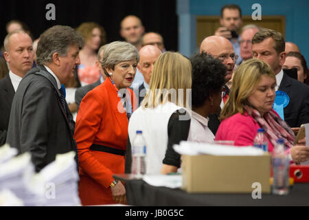 Maidenhead, UK. 9th June, 2017. Theresa May arrives at the count for the constituency of Maidenhead for the general - Stock Photo