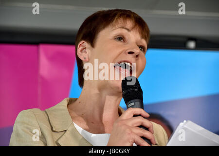Brighton, UK. 9th June, 2017. Green Party leader Caroline Lucas after winning the Brighton Pavilion seat at the - Stock Photo
