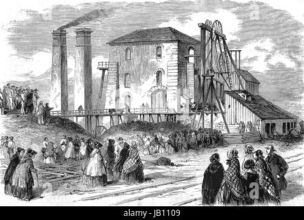HARTLEY COLLIERY DISASTER 16 January 1862. Crowds outside the Northumberland coal mine after a pumping engine broke - Stock Photo