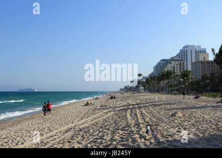 FORT LAUDERDALE, FLORIDA - MARCH 23, 2013: People enjoying an evening walk along the shores of Fort Lauderdale beach - Stock Photo