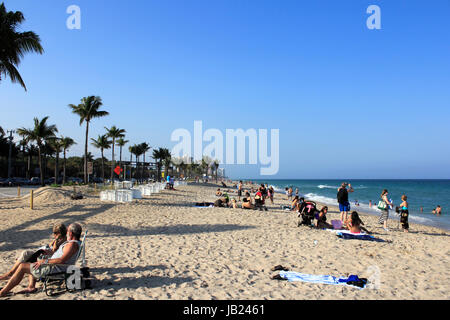 FORT LAUDERDALE, FLORIDA - MARCH 23, 2013: Atlantic coast beach at the end of Sunrise Boulevard during spring break - Stock Photo