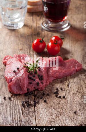 rohe Schnitzel - Stock Photo