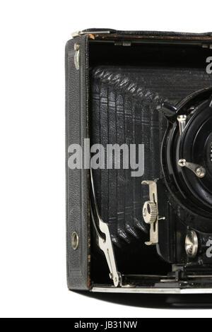 Eine alte gebrauchte Kamera angeschnitten, vor weissem Hintergrund - Stock Photo