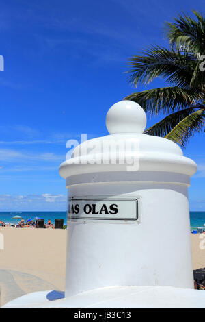 FORT LAUDERDALE, FLORIDA - APRIL 8, 2013: Entrance sign to Las Olas beach at the end of Las Olas Boulevard and A1A - Stock Photo