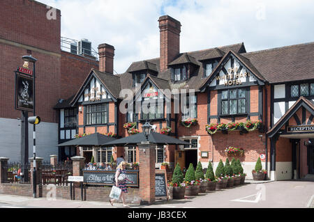The White Hart Hotel, High Street, Hampton Wick,  Royal Borough of Richmond upon Thames, Greater London, England, United Kingdom