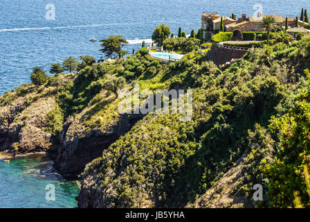 Pretty house in Antibes. Antibes is a resort town in the Alps-Maritimes department in southeastern France between - Stock Photo