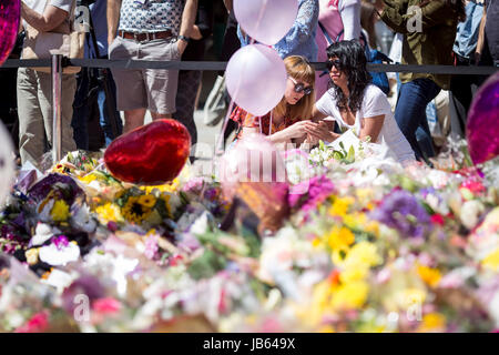 Sea of flowers and balloons in St Ann's Square , Manchester , (Friday 26th May 2017) as people gather to remember - Stock Photo