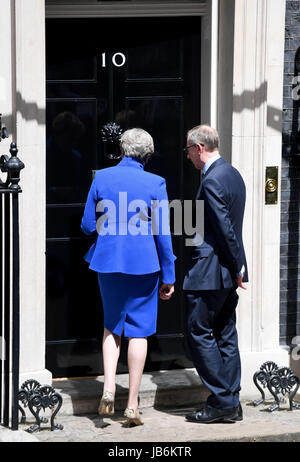 London, UK. 9th Jun, 2017. Prime Minister Theresa May and husband Phillip Credit: Finnbarr Webster/Alamy Live News Stock Photo