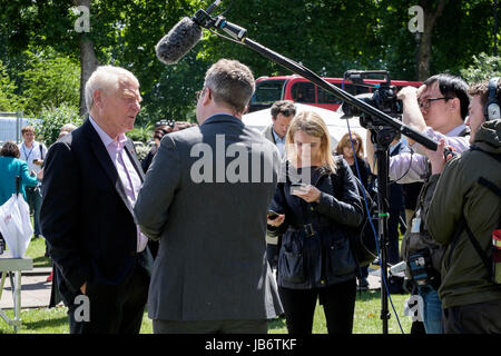 London, UK. 9th June, 2017. Former Liberal Democrat leader Lord Paddy Ashdown is interviewed by television crew - Stock Photo
