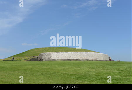 Newgrange is a prehistoric monument located on the eastern side of Ireland. It was built around 3200 BC, during - Stock Photo