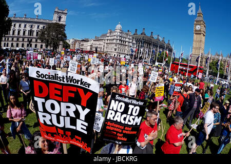 London, UK. 10th June 2017. Protestors at an Anti-Government Demonstration in Parliament Square, London demanding - Stock Photo