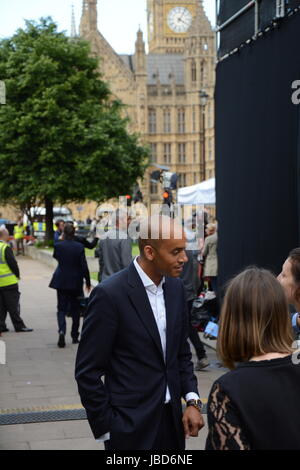 Chuka Umunna MP for Streatham on College Green the day after the General Election 2017. - Stock Photo