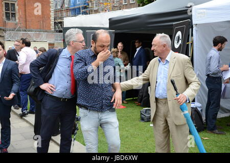 Ken Livingstone and Lembit Opik, outsiders in arms on College Green after the 2017 General Election. - Stock Photo