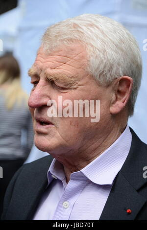 Paddy Ashdown ex-leader of the Liberal Democrats reflects on the surprising 2017 election results on College Green. - Stock Photo