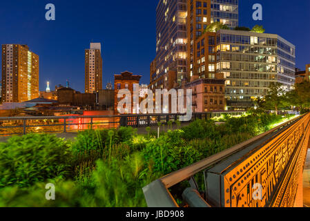 The High Line on a summer evening in the heart of Chelsea (here at the intersection of 10th Avenue and 17th Street). - Stock Photo